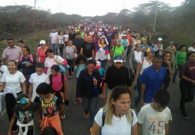 Peregrinos de la Diocesis de Punto Fijo marcharon hasta Santa Ana