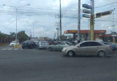 Punto Fijo: Reportan colas en estaciones de servicio ante prolongados apagones (FOTOS)