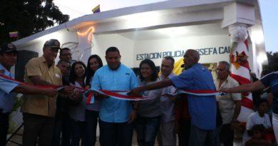 Gobernador entregó uniformes y estación policial Josefa Camejo