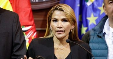 Presidenta interina de Bolivia renunció a su candidatura para las elecciones de octubre
