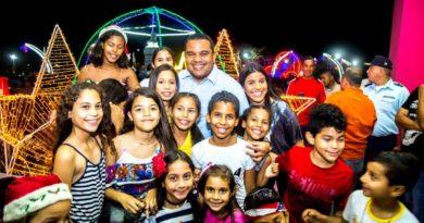 Gobernador encendió la navidad en la Comunidad Cardón (FOTOS)