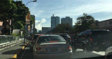 Caracas amaneció con colas para surtir gasolina