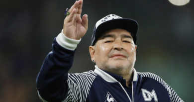 Maradona se aísla preventivamente luego de que guardaespaldas presentara síntomas de covid-19