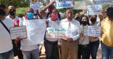 Oficiales reincorporados de PoliFalcón exigen beneficios laborales justos