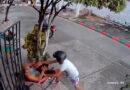 ¡Impactante! Abuela enfrentó con fuerza a un motorizado (Video)