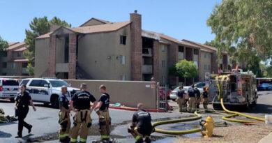 Atrapó a un niño que lanzaron desde un edificio en llamas en EE.UU (VIDEO)