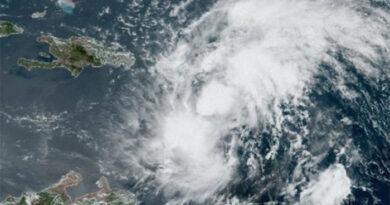 Tormenta tropical Isaías hace de las suyas en Puerto Rico y avanza hacía Florida