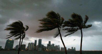 Aprueban emergencia para costa de Florida por el huracán Isaías