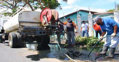 Trabajadores del agua realizan mantenimiento a equipos de estaciones de bombeo y plantas potabilizadoras