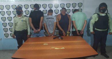 Policarirubana detiene a 4 sujetos por resistencia y porte ilícito de arma