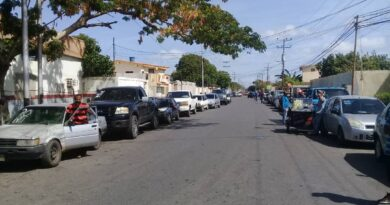 Rezagados iniciaron la jornada de gasolina en Coro