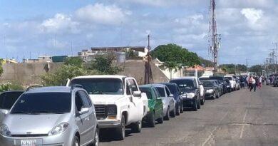Paraguaná: Más orden y menos bombas para surtir gasolina