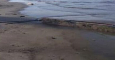 Reportan fuerte derrame de petróleo en Boca de Aroa (Video)