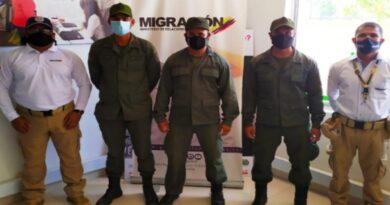 Colombia anuncia expulsión de tres militares venezolanos capturados con armas