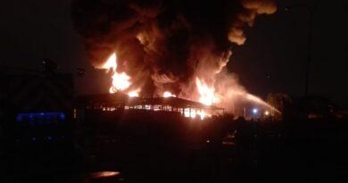 Pérdidas millonarias deja incendio en almacenes de una empresa de cauchos en Carabobo