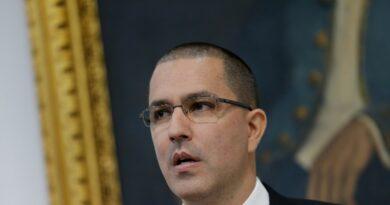 Brasil suspende las credenciales de la misión diplomática venezolana y le prohíbe la circulación de sus vehículos