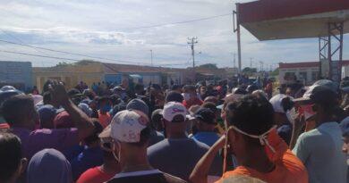 Pescadores de Punta Cardón se alzaron por gasolina (FOTOS)