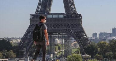 Evacúan la torre Eiffel por una alerta de bomba