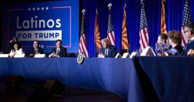 """Trump busca el voto latino y reitera que EEUU no será """"otra Venezuela"""""""