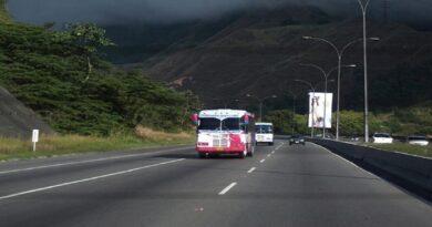 Oficiales de Polichacao desnudaron y abandonaron a 12 personas en situación de calle en la autopista GMA