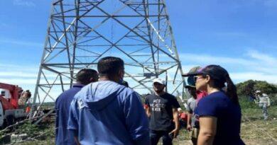 Continúan trabajos de reinstalación del servicio eléctrico en el municipio Falcón