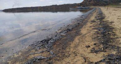 Derrame de crudo y falta de gasolina acaban con la pesca artesanal de Amuay
