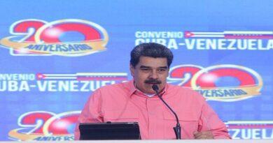 "Maduro denunció ""ataque terrorista contra una planta petroquímica"""