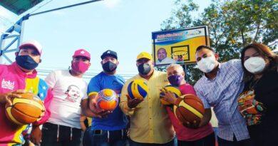 Alcalde Pablo Acosta rehabilito cancha «las Velitas II» para la juventud del sector