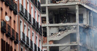 Al menos dos muertos en una fuerte explosión de gas en un edificio en el centro de Madrid