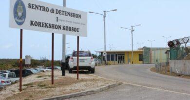 Grupo de venezolanos detenidos en cárcel de Curazao inician una huelga de hambre
