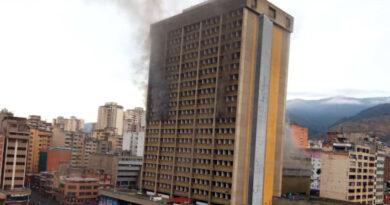 Reportan incendio en la sede del ministerio de Educación