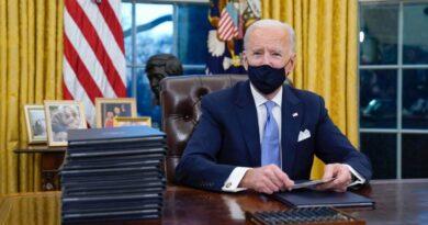 Biden firma sus primeros decretos como presidente de Estados Unidos