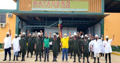 Alcalde Pablo Acosta entregó dotación integral a trabajadores del matadero municipal