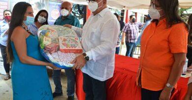 Cumpleaños de Punto Fijo se celebró con mega entrega social