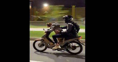 El insólito video de un perro manejando moto en Medellín