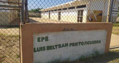 Escuelas y universidades públicas de Punto Fijo muestran abandono y desatención (FOTOS)