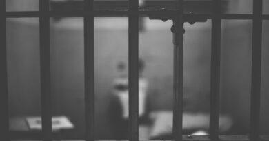 Encarcelan a una oficial de prisión tras descubrirse su romance con un preso (gracias a un tatuaje con el número de celda)