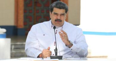 Maduro prohíbe cerrar centros médicos del país en pandemia