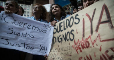 Profesionales y obreros ganan el mismo salario en Venezuela