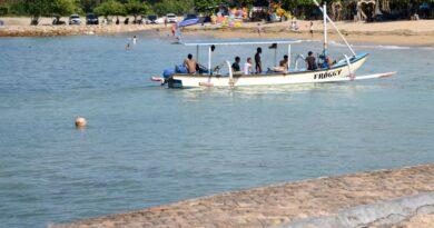 Turistas querían sacarse una selfie y volcaron una embarcación: al menos 7 muertos en Indonesia