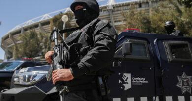 Pobladores de cuatro comunidades huyen por el enfrentamiento de dos cárteles de narcos en México