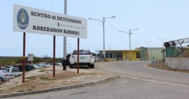 Migrantes venezolanos indocumentados son encerrados con delincuentes comunes en Curazao