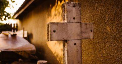 Suspenden sepelio porque el muerto «se movió» en el ataúd: «Lo velaremos para ver si reacciona»