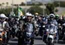 Multan a Bolsonaro por no usar una mascarilla durante un recorrido con sus partidarios en moto