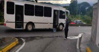 Funcionario de Polisucre abatió a 4 delincuentes en una unidad de transporte