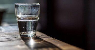 Se negó a dar un vaso de agua y le dieron nueve puñaladas