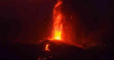 Volcán de La Palma se reactiva con explosiones y expulsión de material