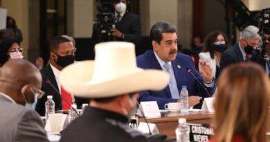 Maduro reta a los presidentes de Uruguay y Paraguay a debatir sobre «democracia y libertades»
