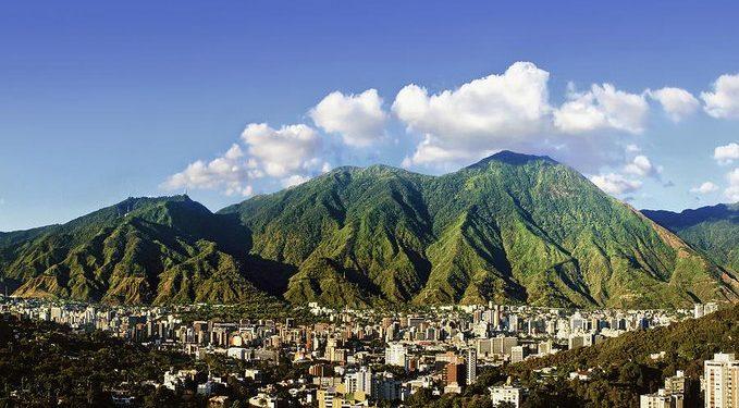 Maduro propone constituir la «primera ciudad comunal» de Venezuela en El Ávila